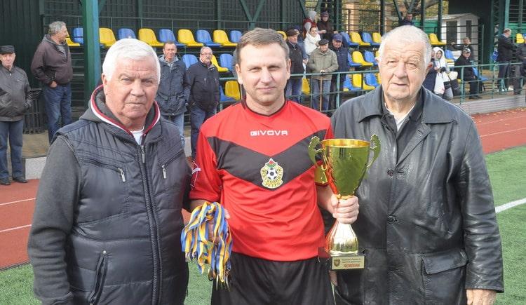У Вишневому відбулися фінальні матчі всеукраїнського ветеранського чемпіонату з футболу -  - vet0710 6 resize min