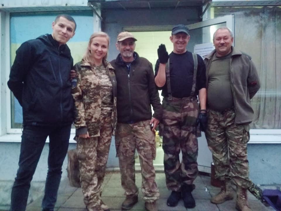 Волонтери з Вишневого поїхали на фронт - Фронт, Захисники - volontery3
