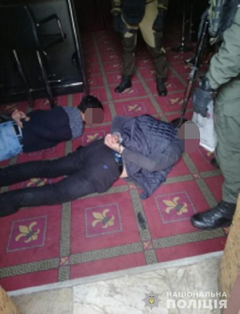zaruchnyk0910201912 Організатору викрадення людини - оголошено підозру: потерпілого утримували в будинку на Броварщині (відео)