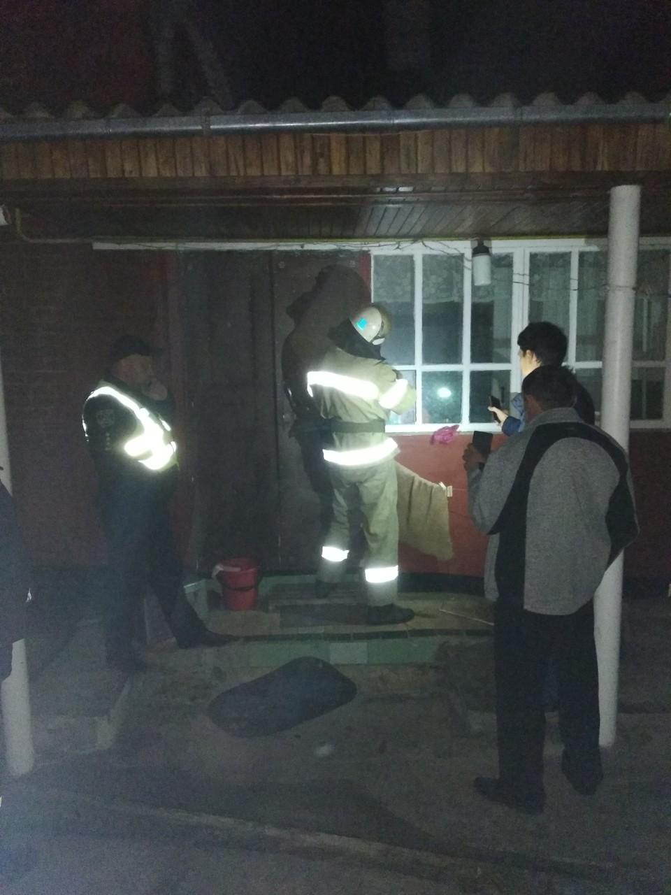 У Таращі рятувальники деблокували вхідні двері та передали літню жінку медикам -  - zobrazhennya viber 2019 10 25 08 18 38