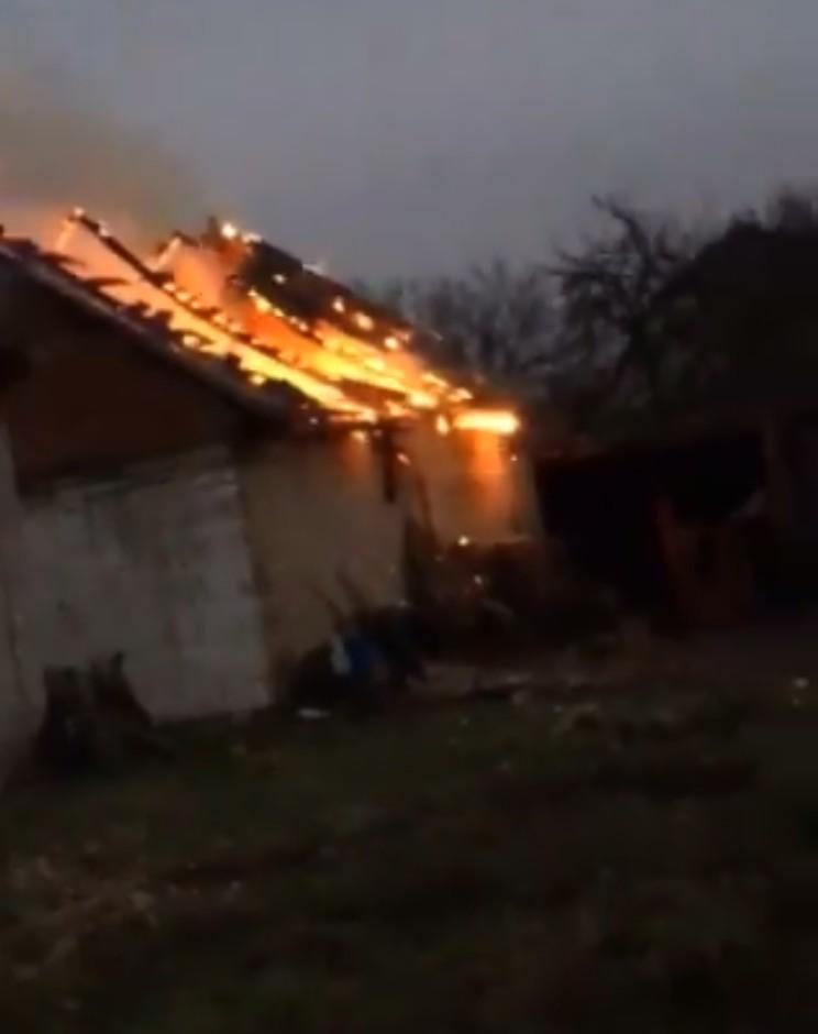 На Київщині під час пожежі власного будинку загинув чоловік - пожежа, згорів, загорання будинку, Бородянка - 04