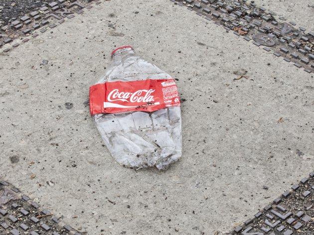 Компанію Coca-Cola назвали головним пластиковим забруднювачем світу - пластик, екологія - 04 kola2