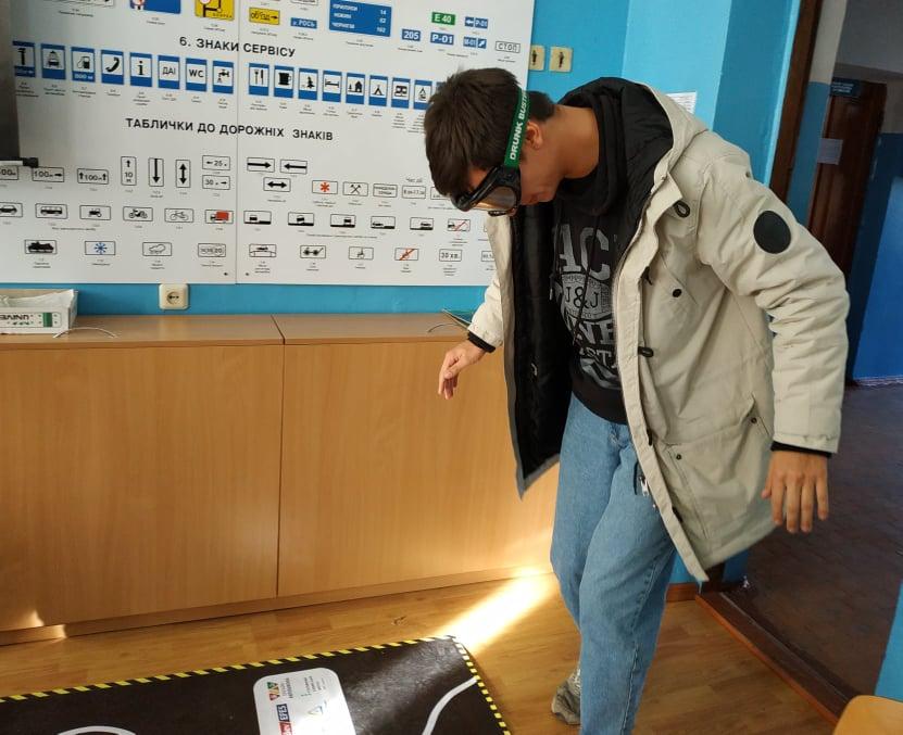 У Вишгороді водії в окулярах імітували сп'яніння - тестування, київщина, Вишгород, безпека руху - 1122 Ok operator 1