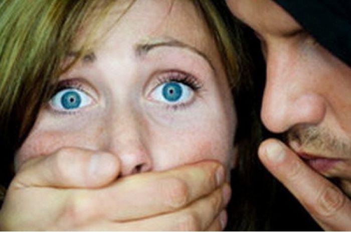 За напад на вагітну жінку злочинця у Києві засудили до 8 років за гратами