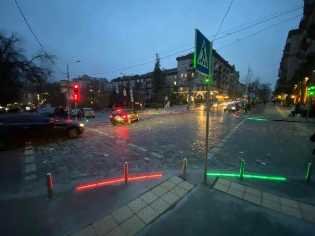 У Києві з'явився незвичайний світлофор з підсвіткою -  - 1ljTNyzxbEMCYPXvyHxy1nz473It8YNHF5YM9Yqn