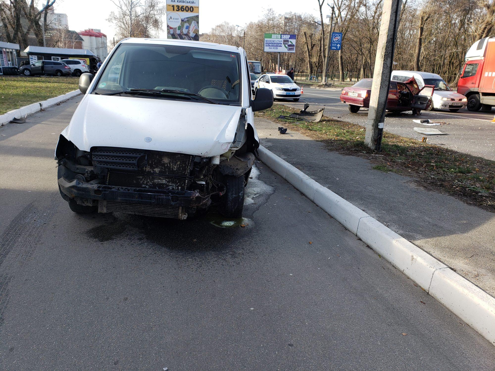 20191123_112913-2000x1500 Славута&Mercedes: у Броварах сталася ДТП