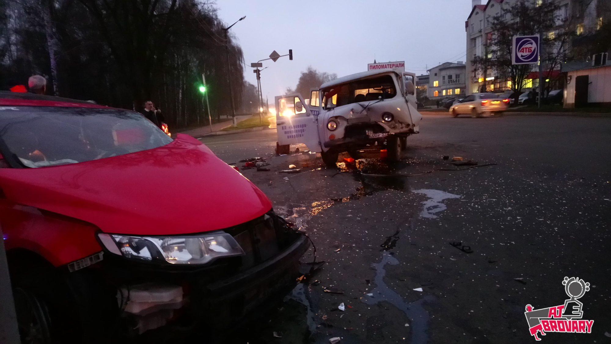 ДТП в Броварах: не розминулися КІА та УАЗик комунальників -  - 21140orig 2000x1128