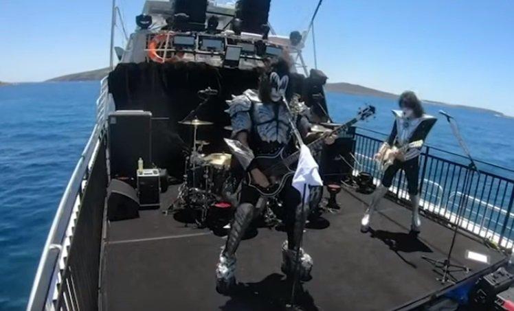 Група Kiss влаштувала морський концерт для акул, але глядачі не припливли - акула - 23 kontsert