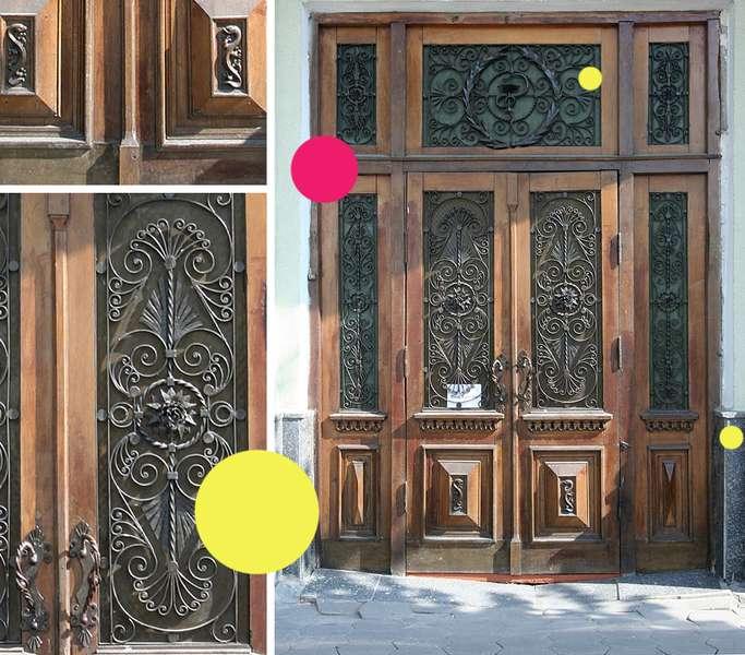 Вікові двері Луцька намагаються врятувати за допомогою світлин на їхньому фоні -  - 24b476d32501db9a5d289411bb7602f1