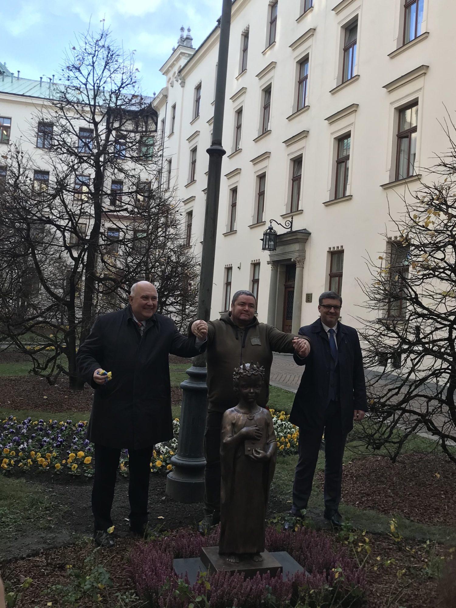 5dfc98b7-a9b2-4d9d-84b8-ba25f9cf4f9e-1500x2000 У Кракові відкрили пам'ятник Анні Київській