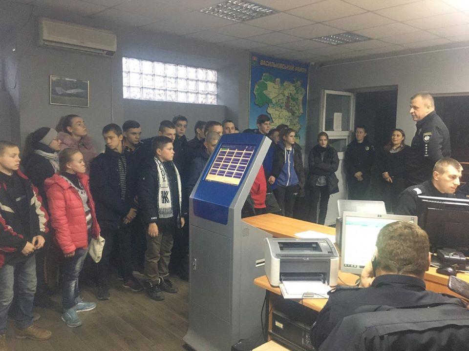 Екскурсія поліцейським відділком для васильківських дітей