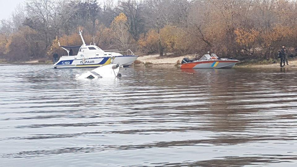 У Дніпрі затонуло судно -  - 74522934 2619255168141712 236105690974781440 o