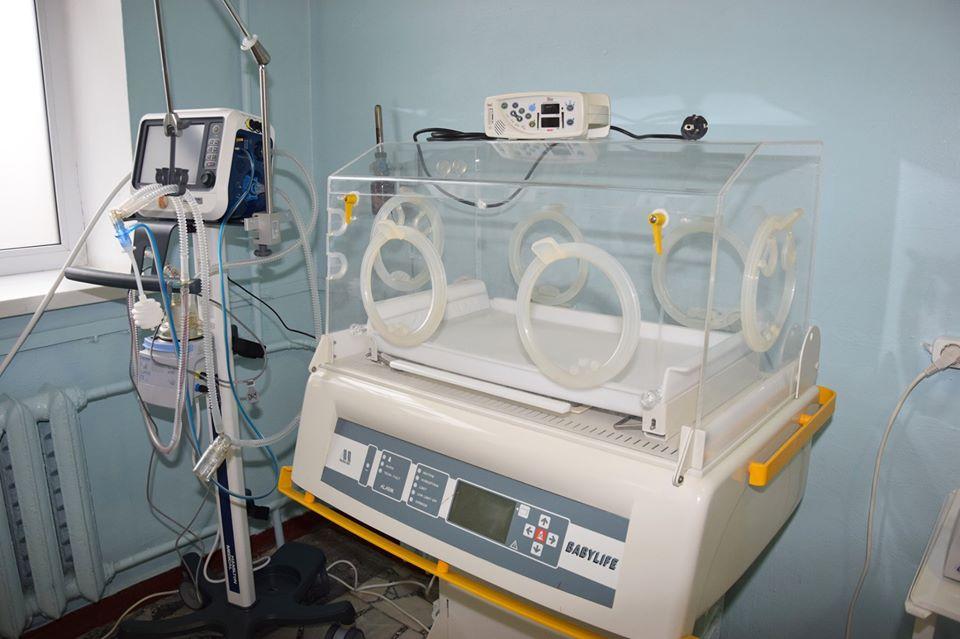 78086066_2283432645280661_7087170314458628096_o Допомога, яка рятує життя: Васильківській лікарні подарували єдиний на Київщині кувез