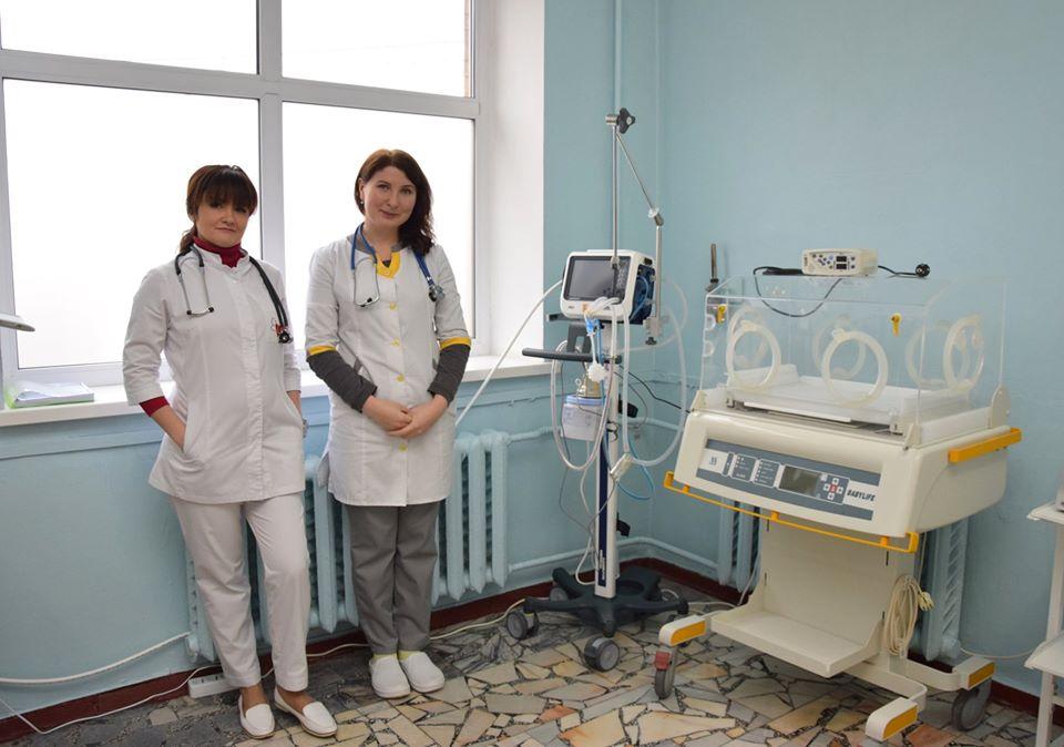 78186770_2283433188613940_1505953153319698432_o Допомога, яка рятує життя: Васильківській лікарні подарували єдиний на Київщині кувез