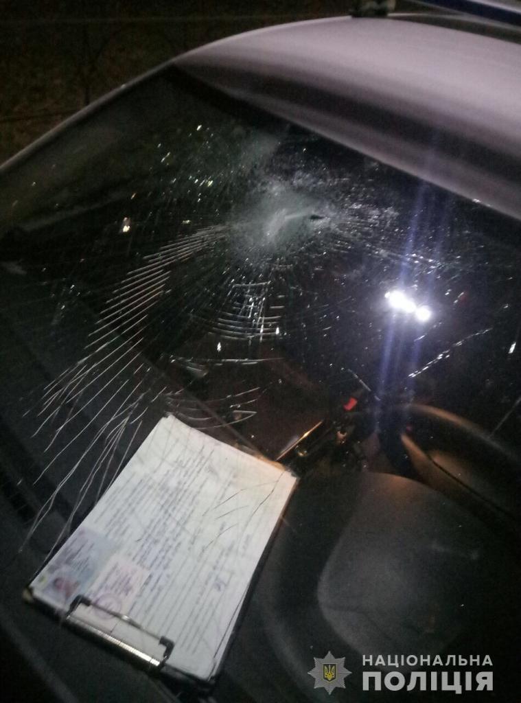 BTShuliganka У Білій Церкві п'яна жінка розбила каменем поліцейське авто