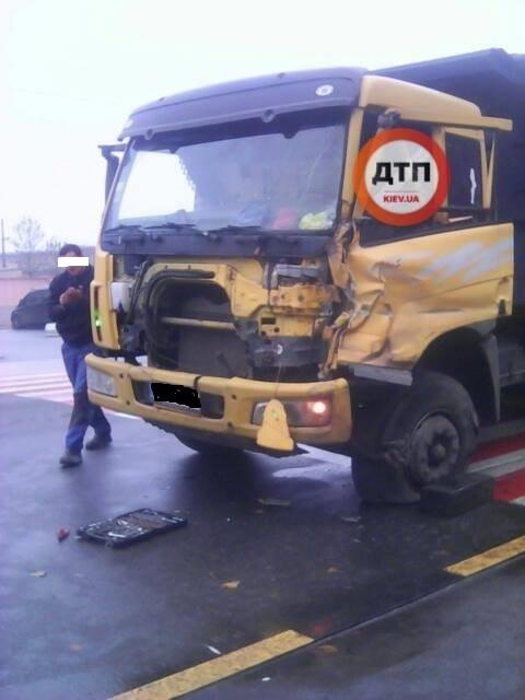 У Чабанах один КАМАЗ врізався в інший: попередня причина ДТП — лопнуло колесо - Чабани, київщина, Києво-Святошинський район, ДТП, Аварія - Chab KAMAZ 1