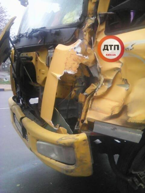 У Чабанах один КАМАЗ врізався в інший: попередня причина ДТП — лопнуло колесо - Чабани, київщина, Києво-Святошинський район, ДТП, Аварія - Chab KAMAZ 2