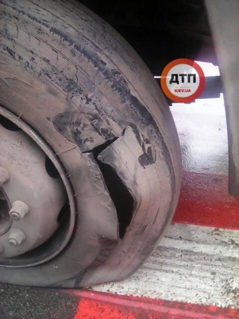 У Чабанах один КАМАЗ врізався в інший: попередня причина ДТП — лопнуло колесо - Чабани, київщина, Києво-Святошинський район, ДТП, Аварія - Chab KAMAZ 3