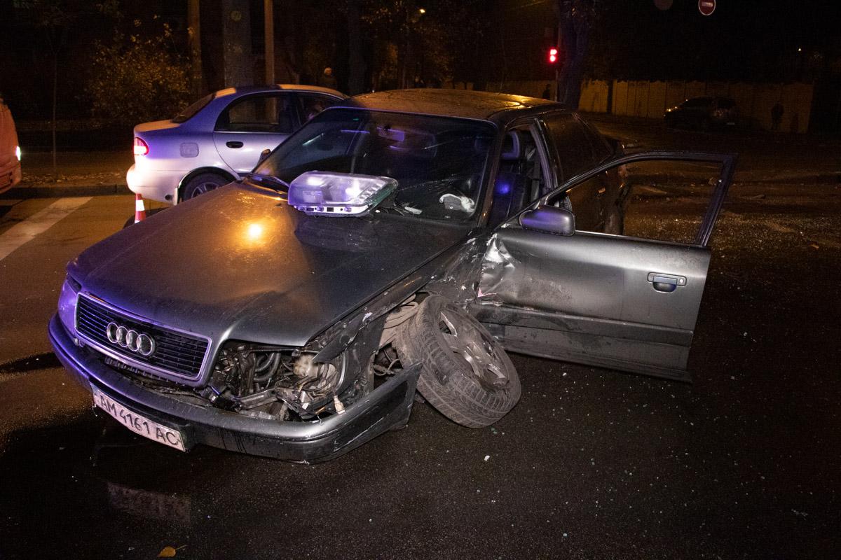 У Києві  поліцейське авто врізалося у легковик із дитиною -  - DTP 1 of 18