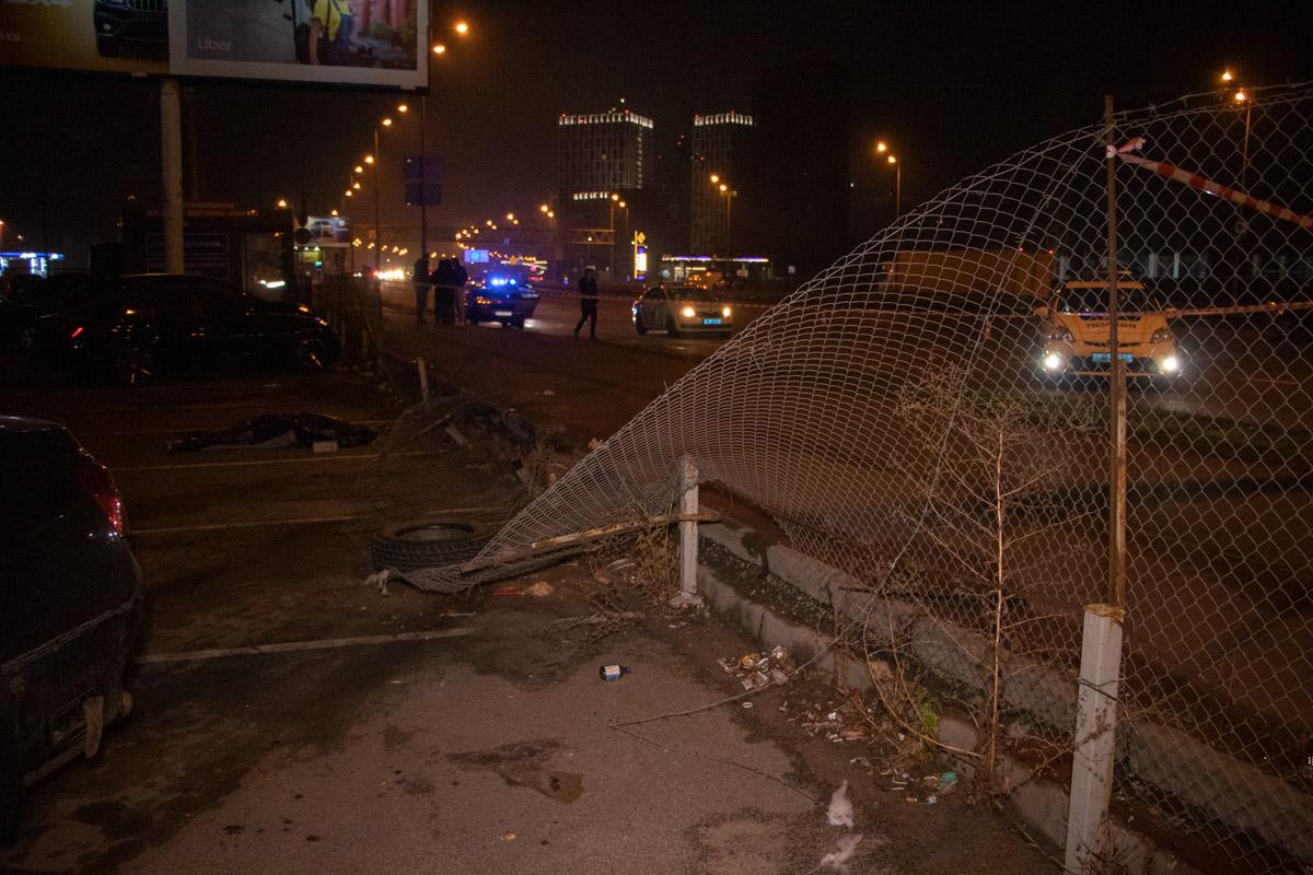 У Києві Lexus вилетів на тротуар і вбив людину -  - DTP 15 of 15