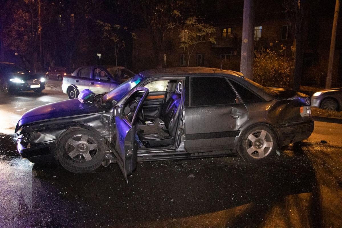 У Києві  поліцейське авто врізалося у легковик із дитиною -  - DTP 7 of 18