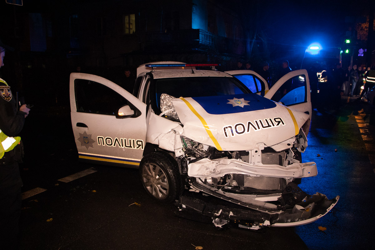 У Києві  поліцейське авто врізалося у легковик із дитиною -  - DTP 8 of 18