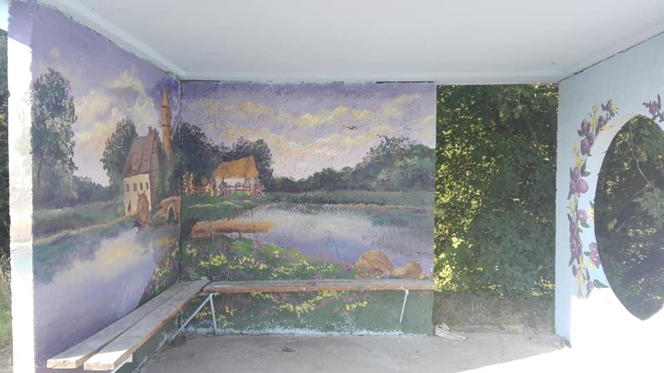 Фастівська художниця продовжує прикрашати автобусні зупинки у районі -  - Dorog 3