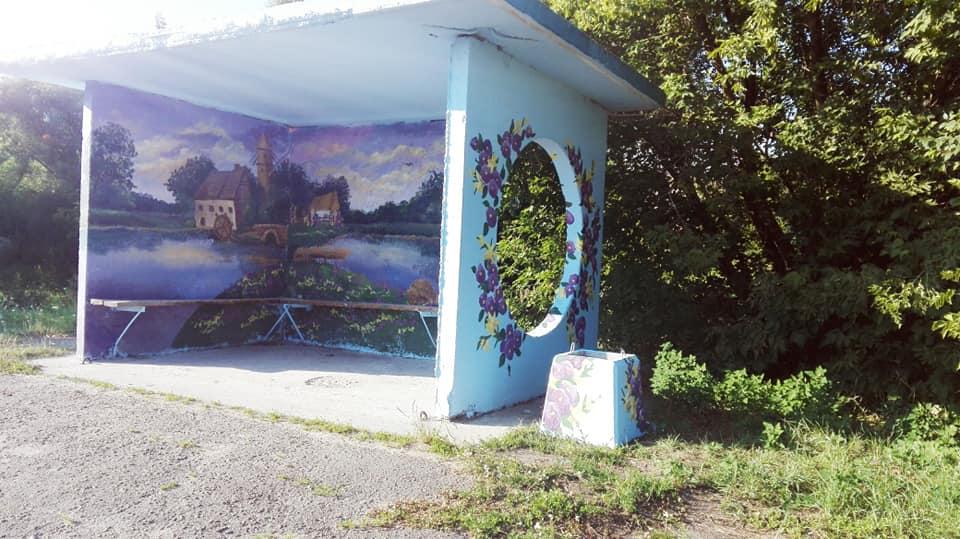 Фастівська художниця продовжує прикрашати автобусні зупинки у районі -  - Dorog