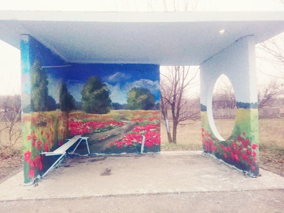Фастівська художниця продовжує прикрашати автобусні зупинки у районі -  - Dorogynka