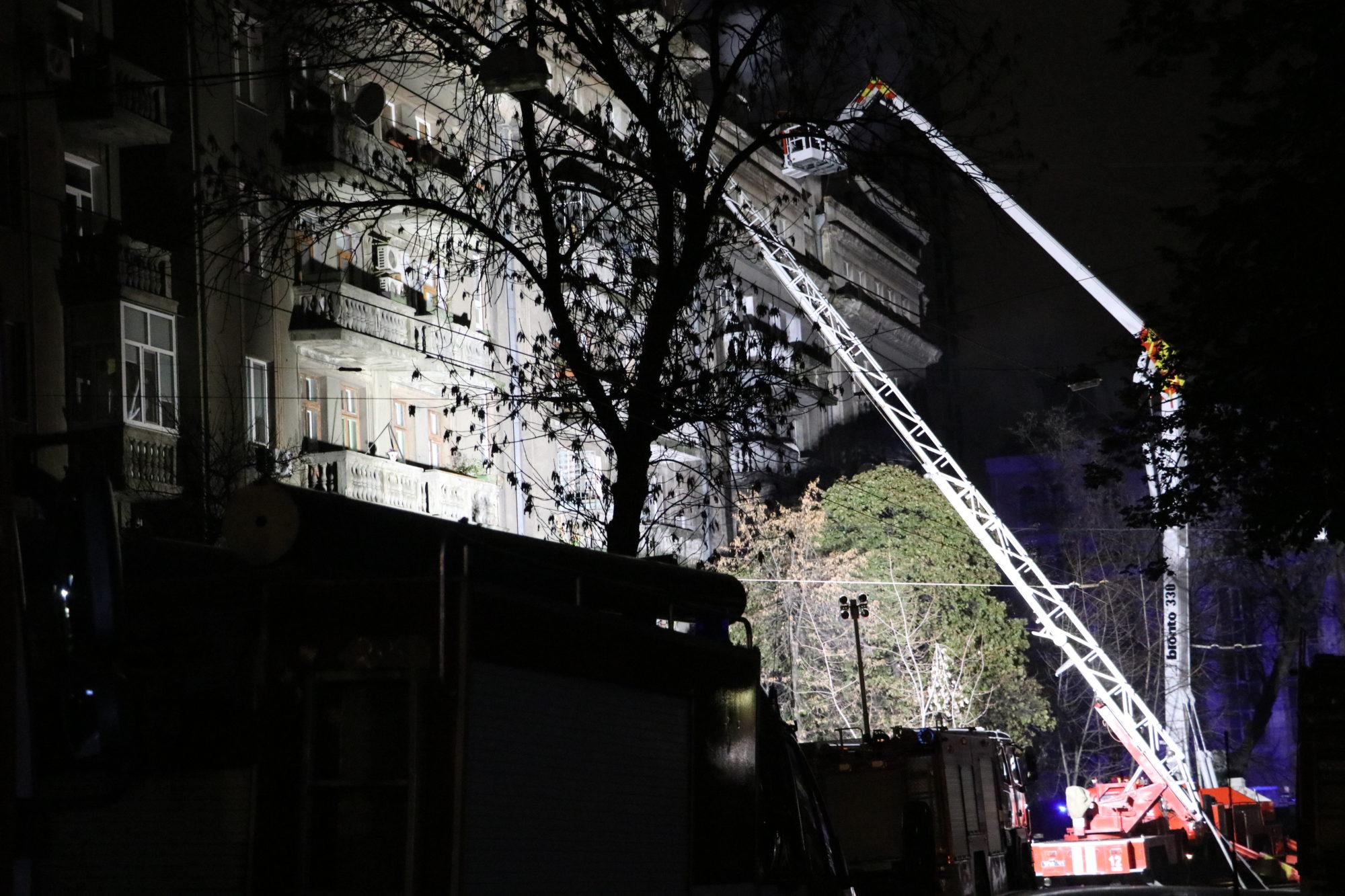 40 людей евакуювали із палаючого будинку в Києві -  - IMG 8318 2000x1333