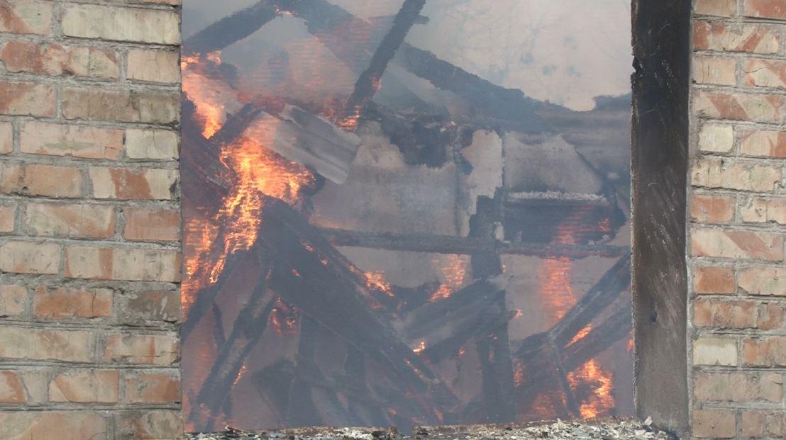 В Ірпені сталася пожежа у покинутому будинку — під майбутню висотку? - рятувальники, Приірпіння, пожежа, київщина, ірпінь, ДСНС України у Київській області - Irp Centralna 5