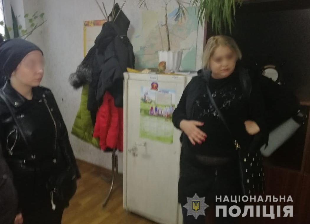 Двох молодиць підозрюють у вчинені 5 крадіжок мобільних телефонів та особистих речей у Приірпінні