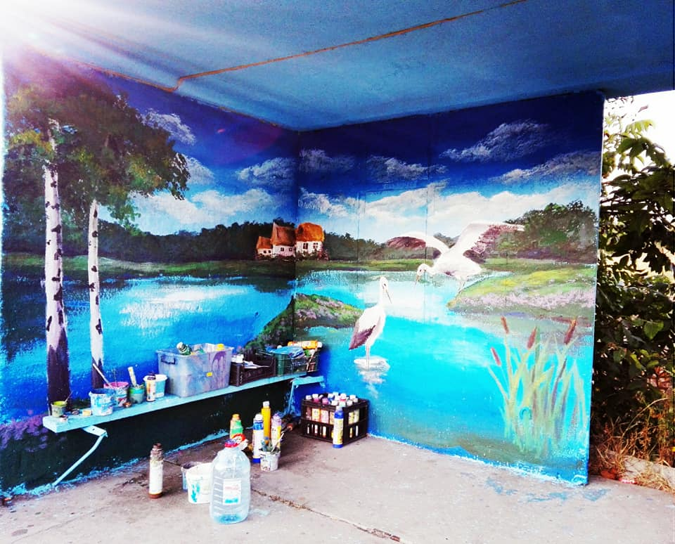 Фастівська художниця продовжує прикрашати автобусні зупинки у районі -  - Malopolov1