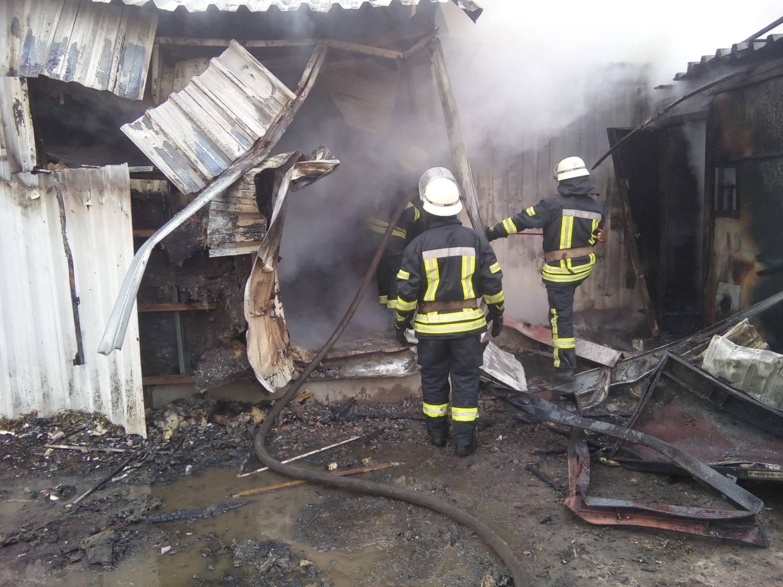 Novosil-travmy-1 Жінка отримала травми на пожежі в Новосілках: у Києво-Святошинському районі згоріли 3 споруди біля складу