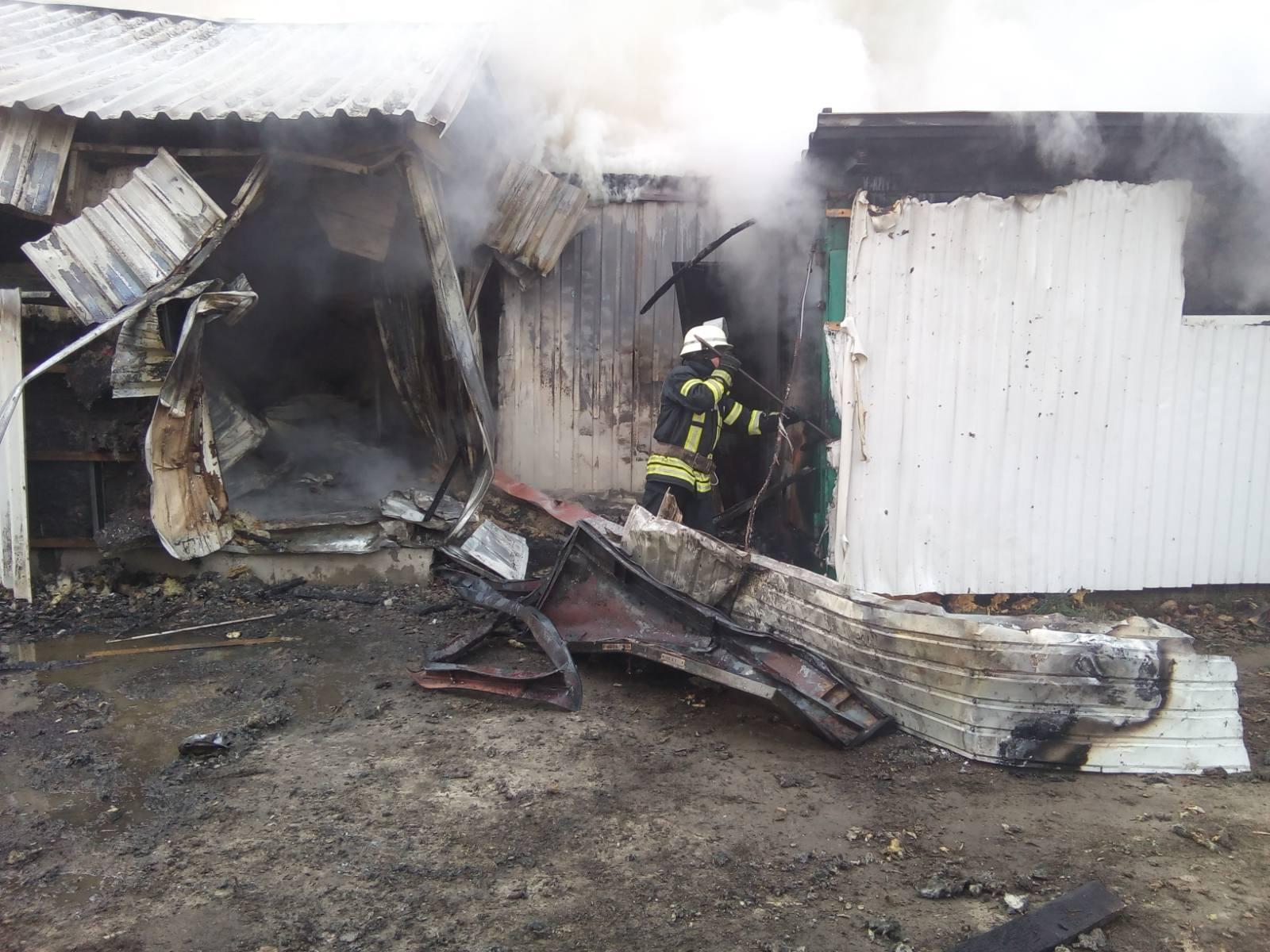Novosil-travmy Жінка отримала травми на пожежі в Новосілках: у Києво-Святошинському районі згоріли 3 споруди біля складу