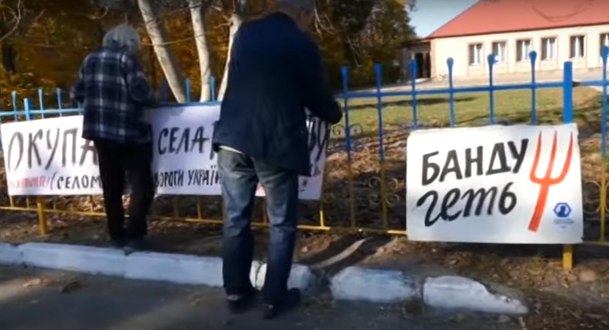 Novyj-rysunok-2-1 Бориспільщина: сільський голова Дударкова прокатав на капоті авто журналістів