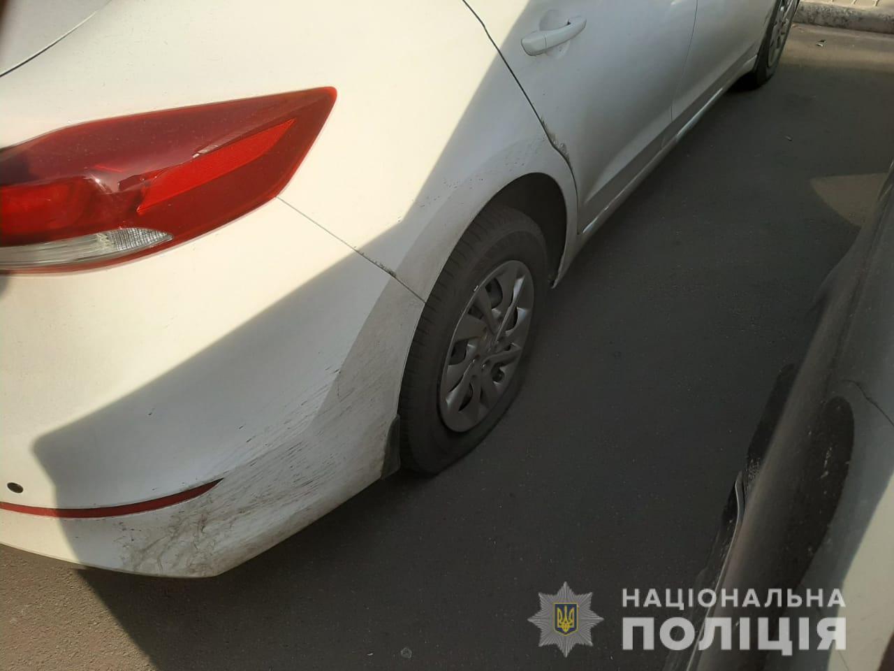 У Коцюбинському хулігани порізали шини у 20 автомобілях -  - Shyny