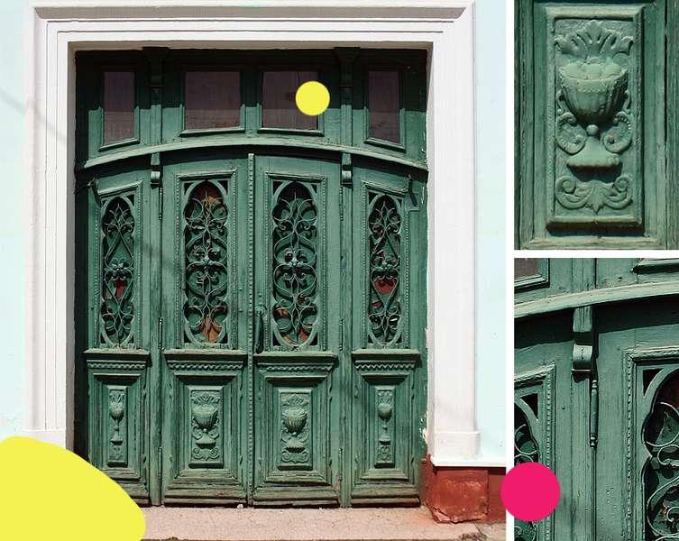 Вікові двері Луцька намагаються врятувати за допомогою світлин на їхньому фоні -  - c7929d9b1891e0bba8ce1ab9a3e5c52d
