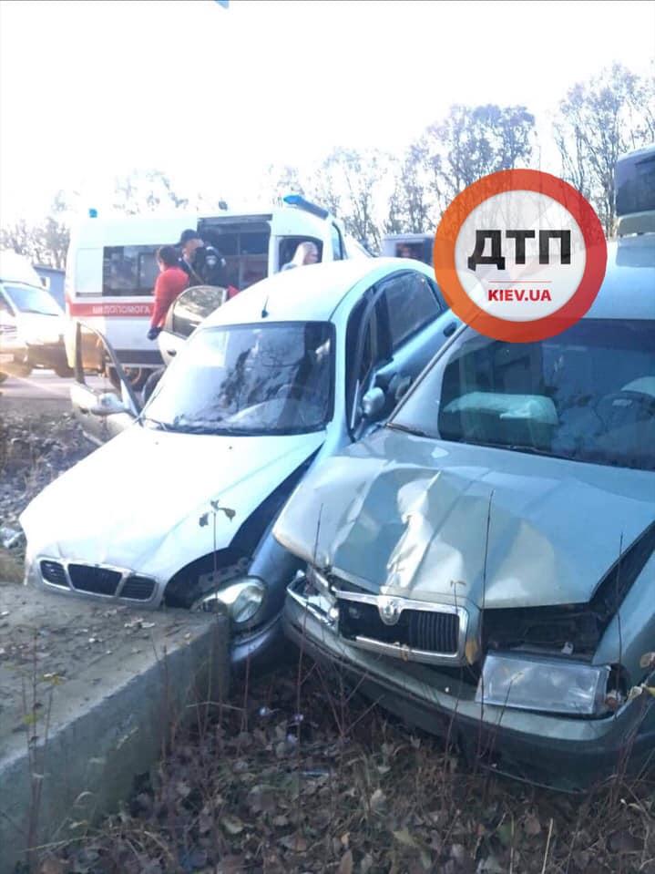 ДТП у Вишневому: двох осіб забрала швидка - водії, авто - dtp Vyshnnve