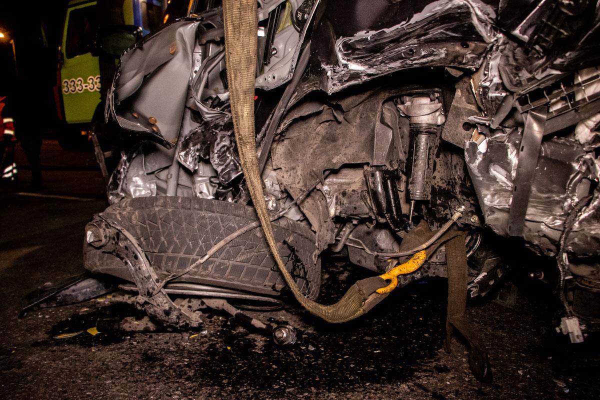 На Набережному шосе в ДТП потрапило 4 авто -  - dtp naberezhnaya 4
