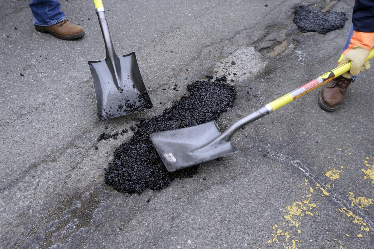 В Україні хочуть відмовитися від «ямкового» ремонту доріг -  - file 1232