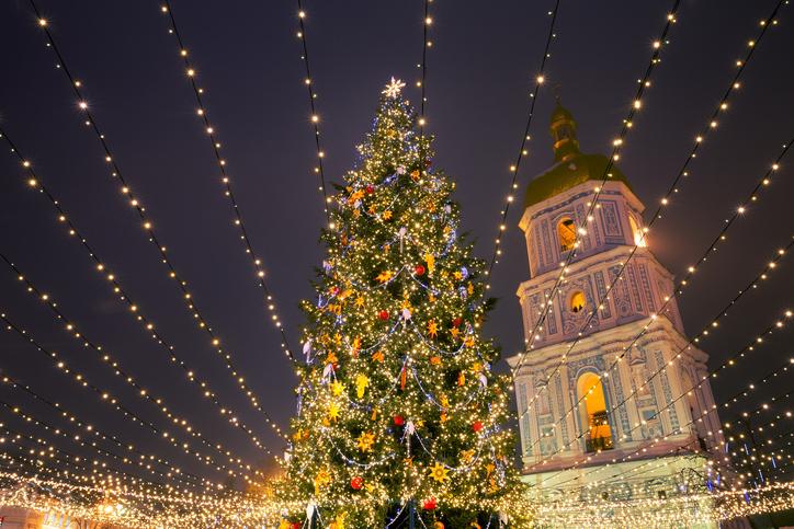 Київ почали прикрашати до Нового року -  - iStock 853994688 2