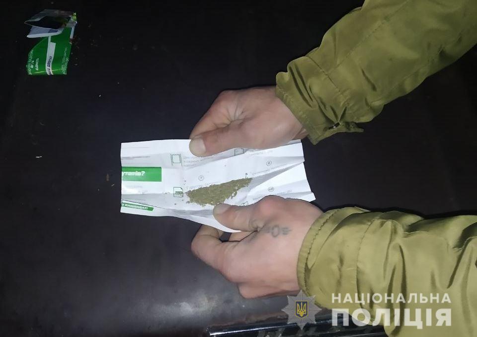 kagarlykonoplya В Кагарлику у водія-порушника та його пасажира вилучили траву коноплі