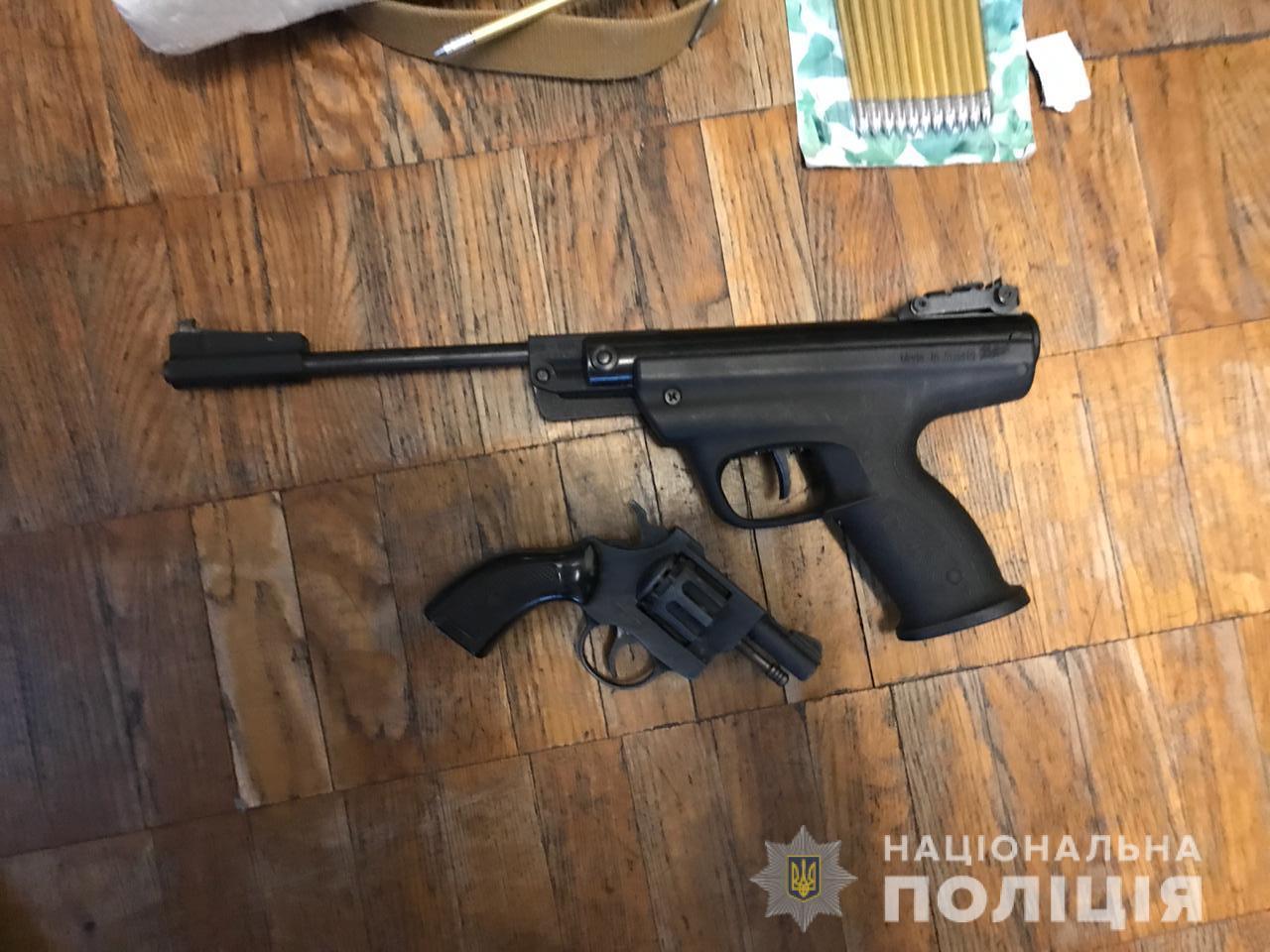 Цілий арсенал: на Київщині затримали збувача вогнепальної зброї -  - kyyivzbroya1