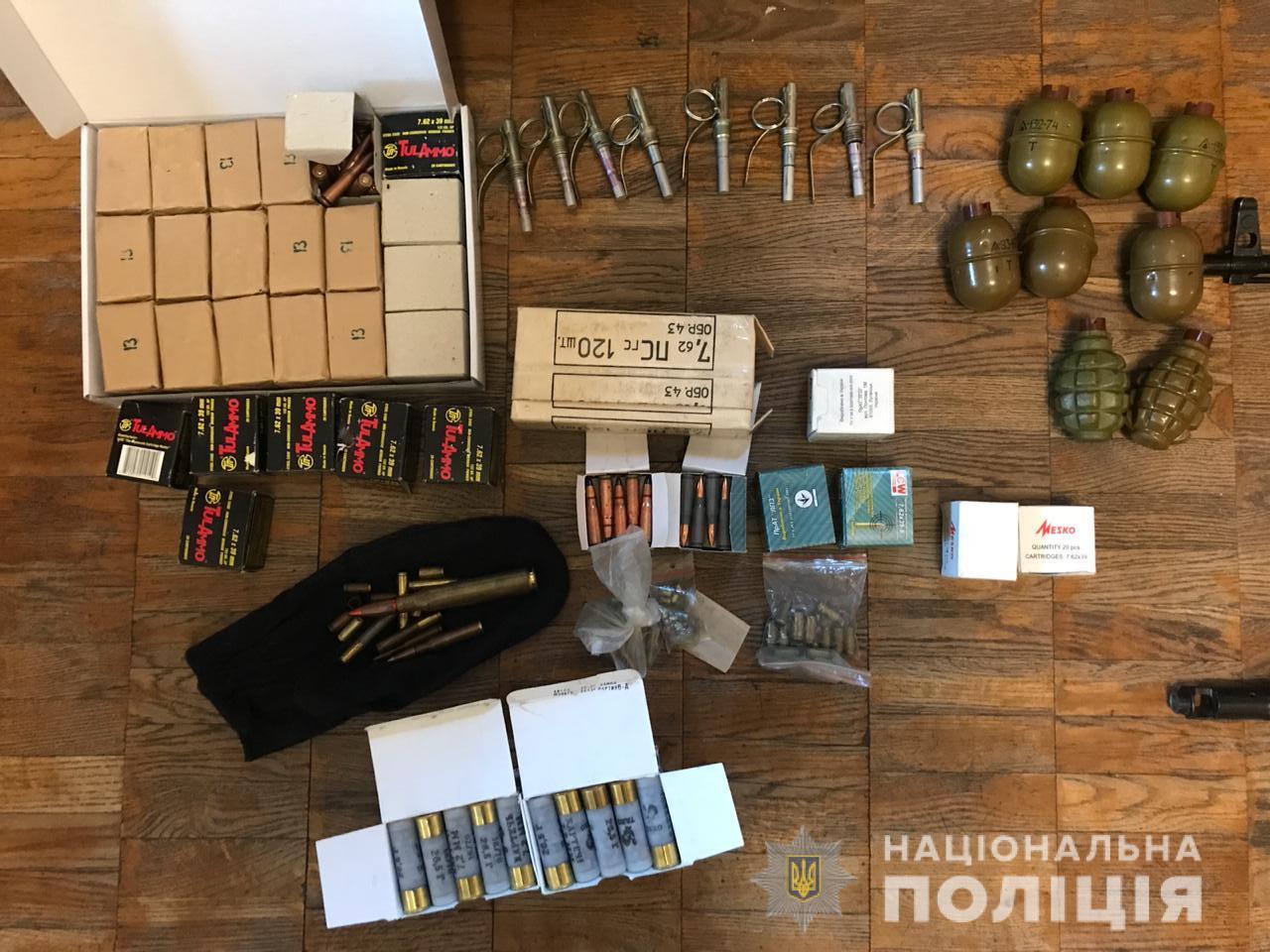 Цілий арсенал: на Київщині затримали збувача вогнепальної зброї -  - kyyivzbroya3