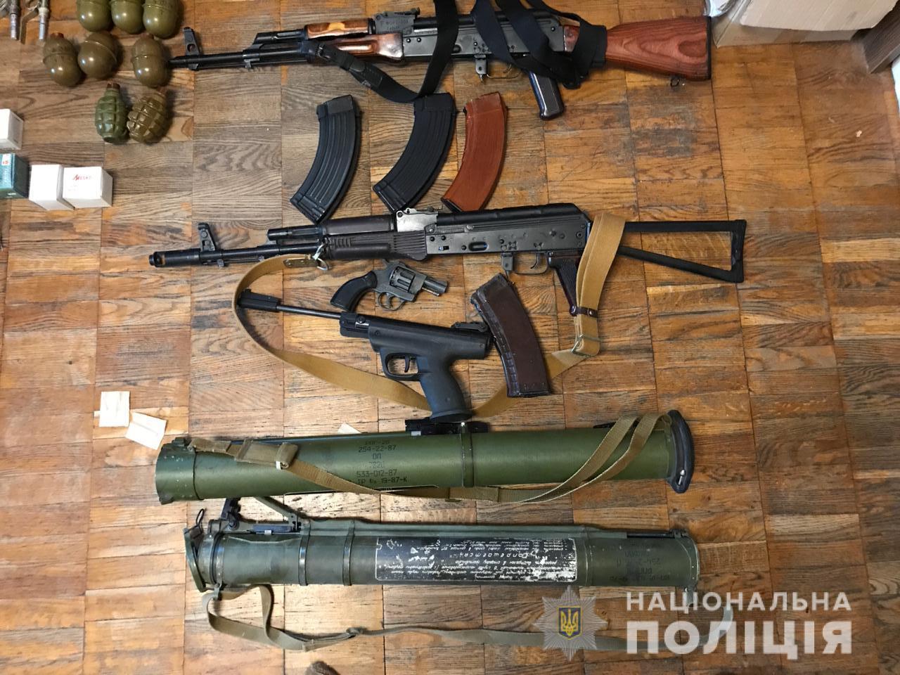 Цілий арсенал: на Київщині затримали збувача вогнепальної зброї -  - kyyivzbroya4