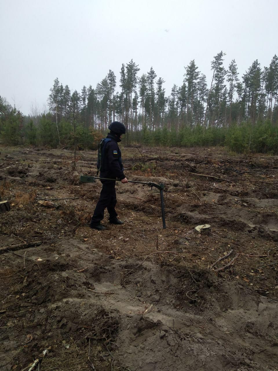 На Іванківщині виявили та знешкодили артилерійські снаряди -  - photo 2019 11 20 14 45 28 1