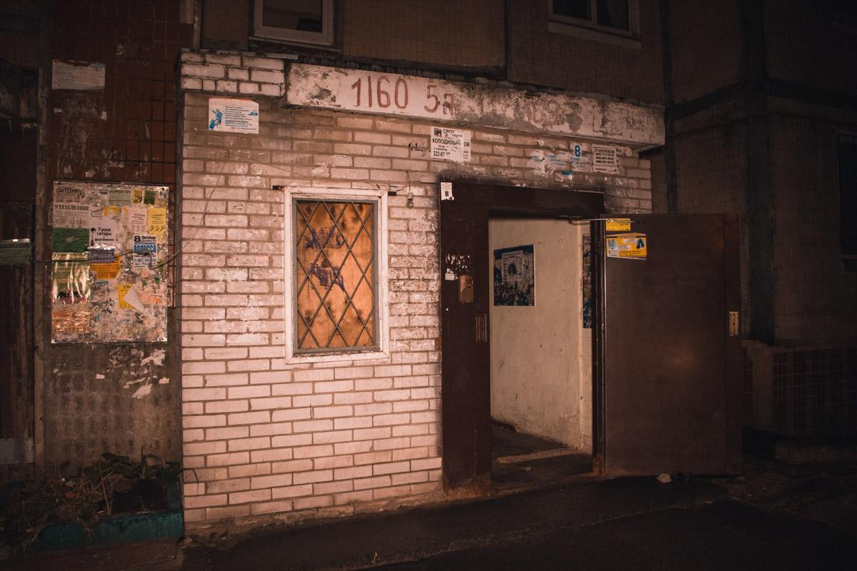 У Києві чоловіку перерізали горло болгаркою -  - telesnye 4 iz 12