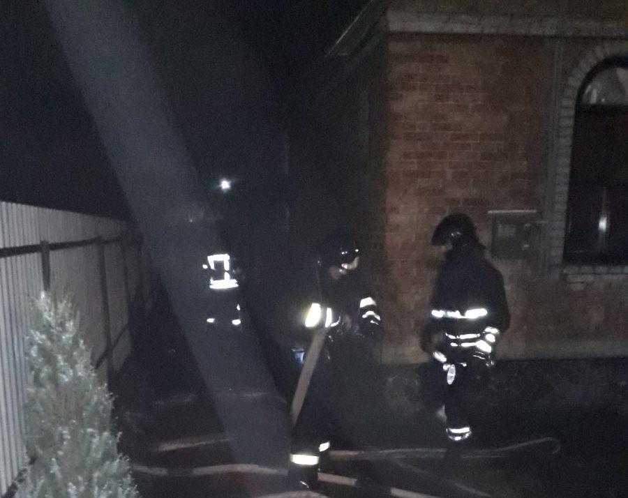 0-02-0a-d53aea28925f3d9e9177add4605d98c15fa47c02859595f849a19a94890c6b35_87a5e15d В Ірпені пожежники врятували від вогню будинок та розташований поряд гараж