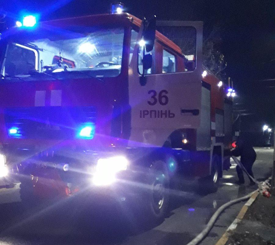 0-02-0a-f92b7e0d6ddf86c14a927a03f621757d879ac5f6ba291cb90a1689bff3979871_bb32470c В Ірпені пожежники врятували від вогню будинок та розташований поряд гараж